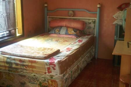 Feel rural and city home Tasikmalaya - Tasikmalaya - Bed & Breakfast