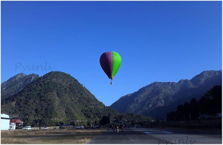 Hot air balloon ride at Gauchar