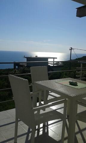 Сдается этаж в доме с видом на море - Krimovica - Casa