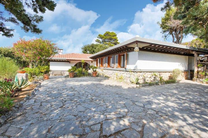 Schicke Villa in Ansedonia in der Nähe von Feniglia Beach