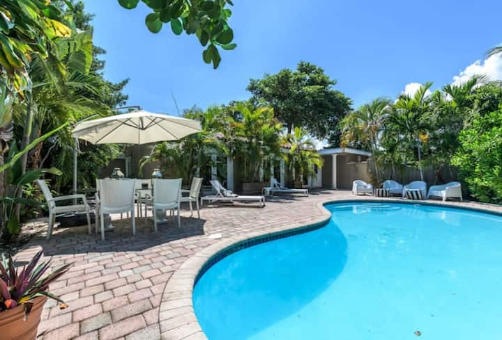 Wilton Manor House w/ Heated Pool - Tropical oasis