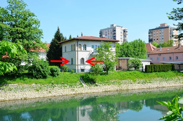 Cozy place right on the riverbank of Ljubljanica