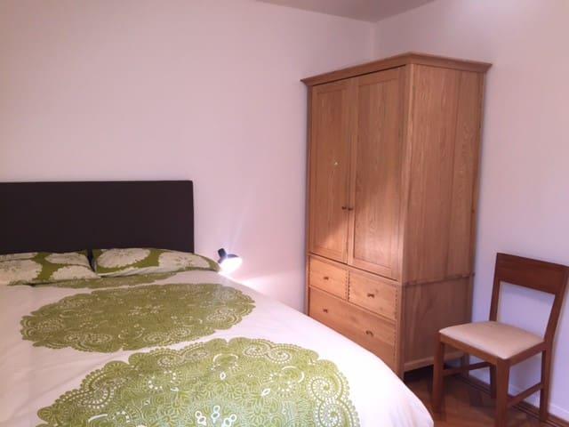 Smart double bedroom in Blackheath