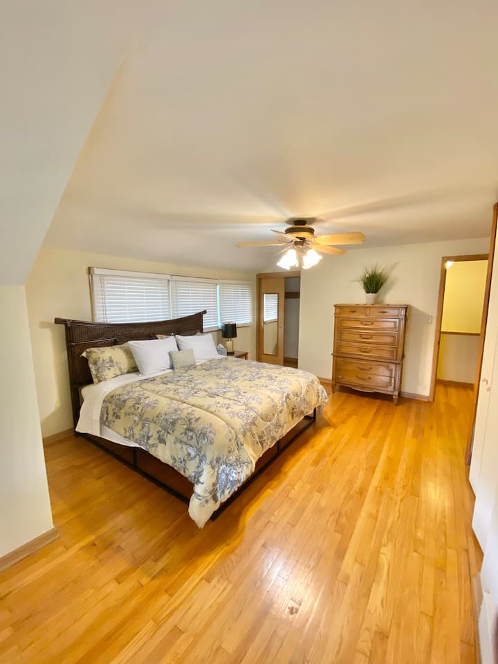 Min to Cleve Clinic w/ First Floor Master Bed/Bath