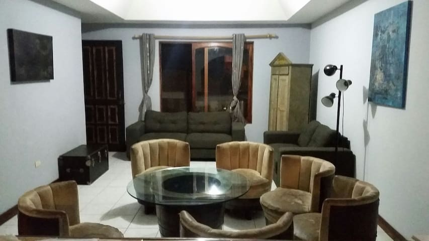 Casa con un cuarto disponible