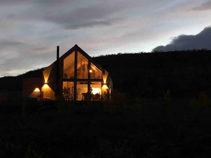 Ny, flott hytte med nydelig utsikt!