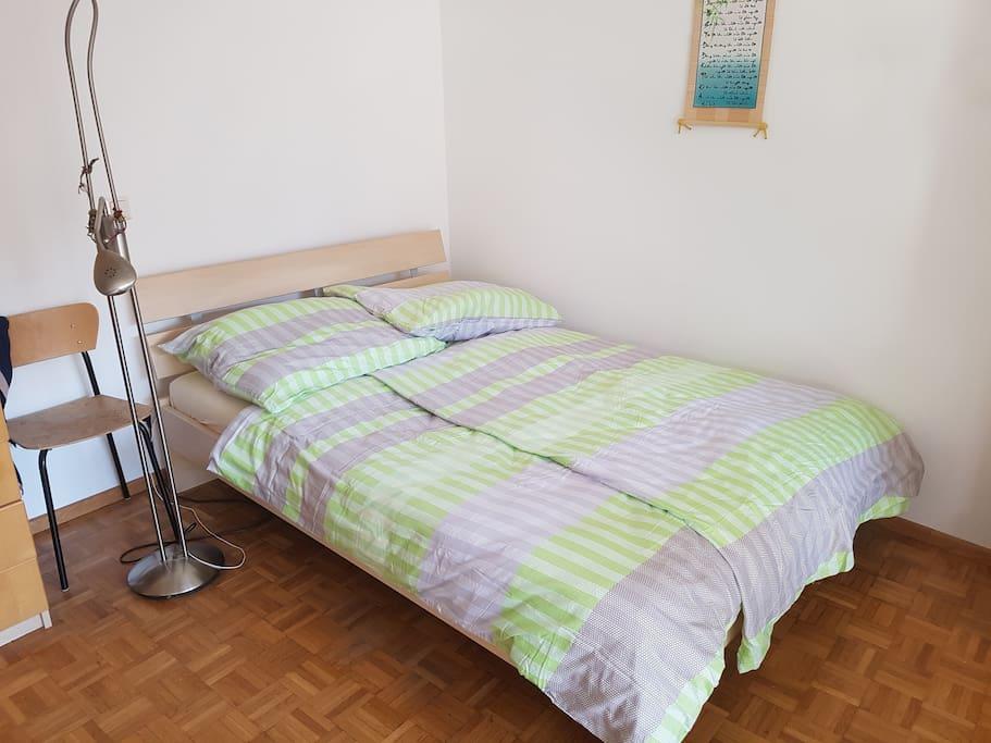 Das Bett ist 140cm breit