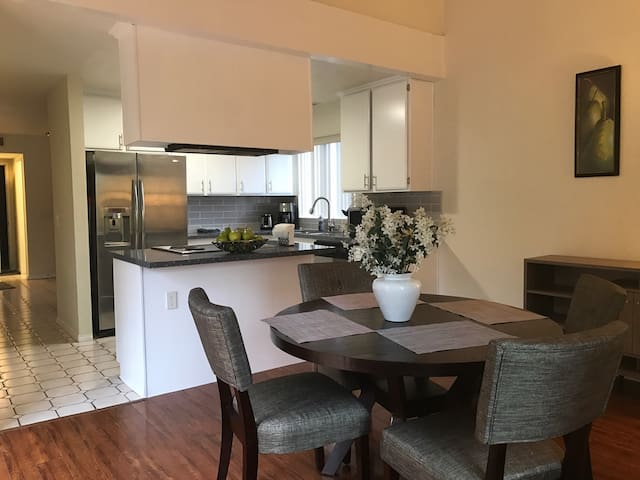Spacious 4 Bed/2.5 Bath, minutes from Downtown SD