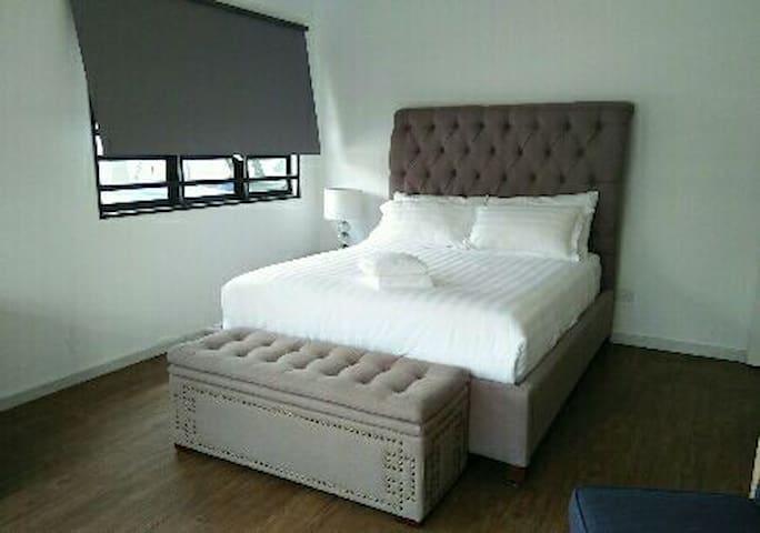 MayHaven Queen Suite Room