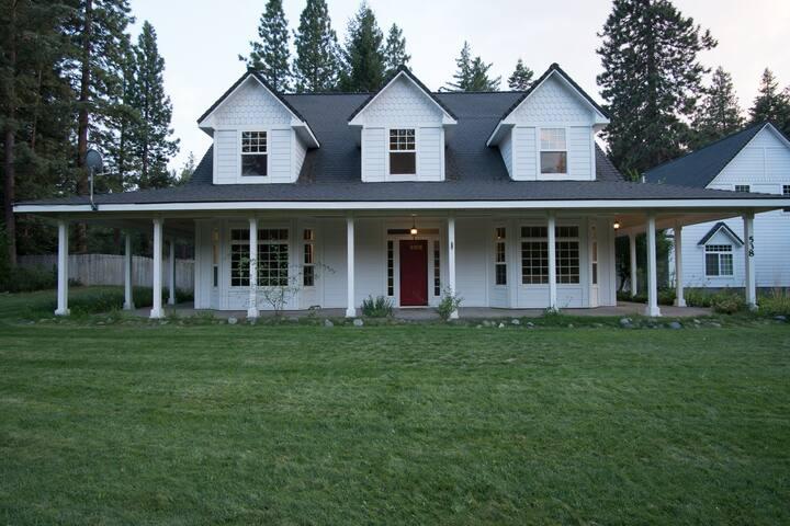 Beautiful Modern Home in Mt Shasta