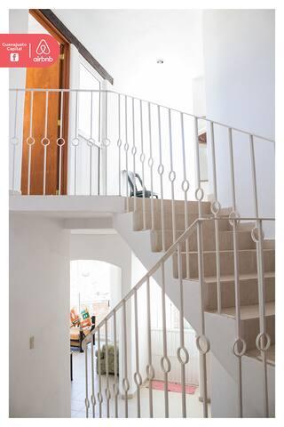 Escaleras para sala  planta baja y planta superior