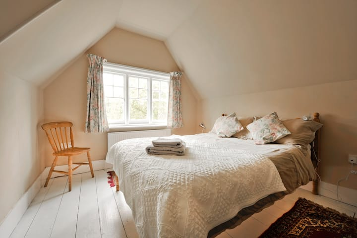 Beautiful Sunny Room