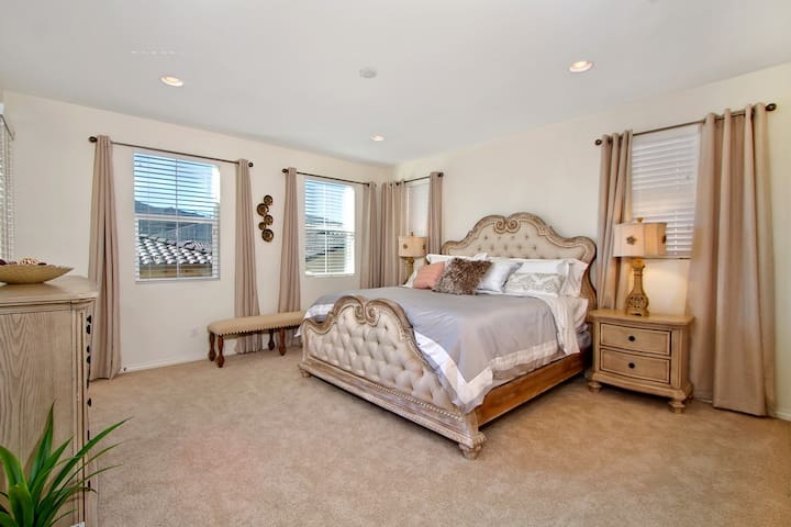 Luxurious Master Suite with Views - Temecula - Haus