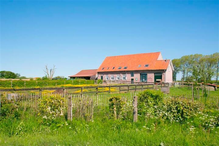 B&B Heksescheure Beselare Familiekamer Meele - Zonnebeke - Bed & Breakfast