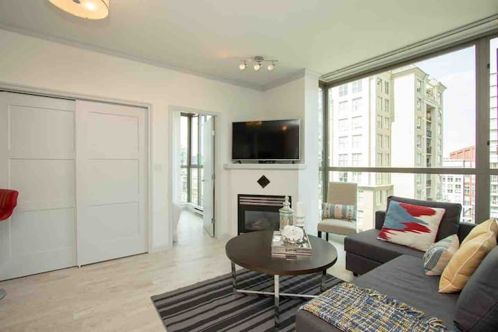 2 BDRM free Parking heart of Downtown great view