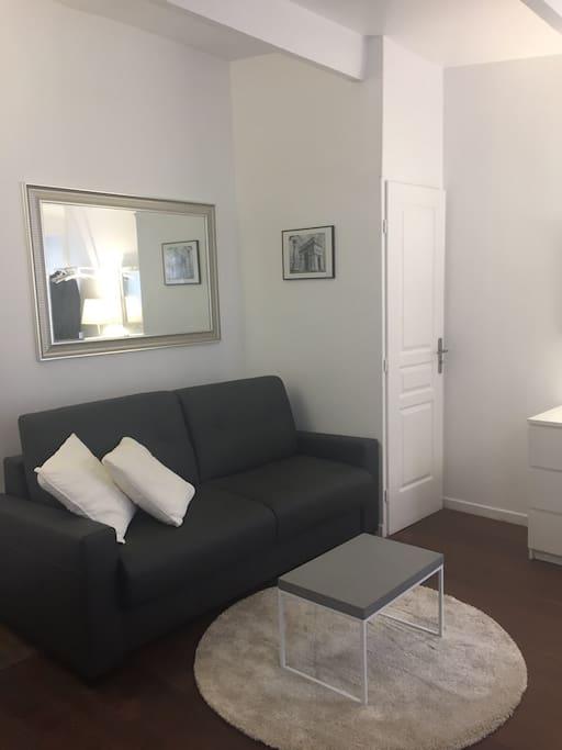 studio 20 m2 proximit des champs elys es appartamenti in affitto a parigi le de france. Black Bedroom Furniture Sets. Home Design Ideas