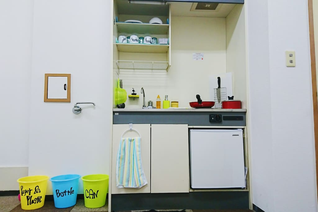Kitchen, Refrigerator and Trash Box. キッチン・冷蔵庫・ゴミ箱