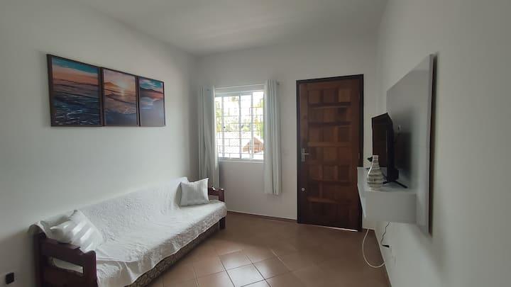 Apartamento com 02 dormitórios (uma suíte) Caiobá