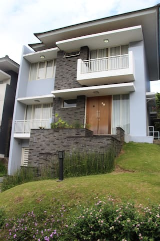 Dago Pakar Cozy Villa