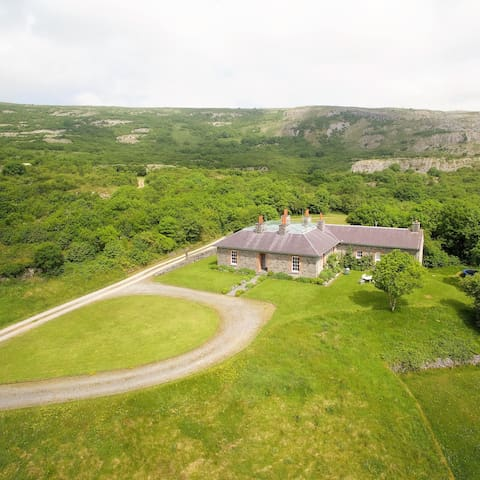 Secluded Burren Lodge Sleeps 10(+) - Carran - House