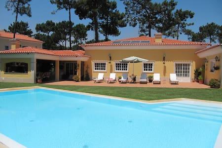 Moradia c/piscina, Condomínio Privado junto praia - Aroeira