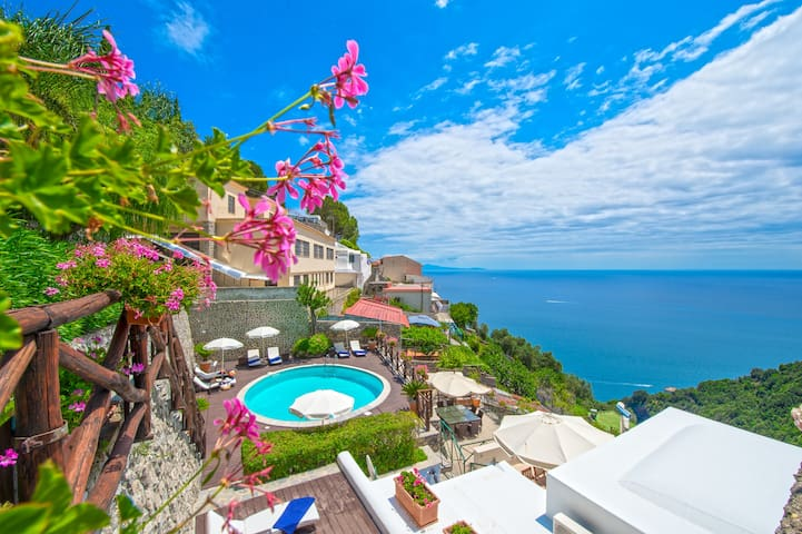 Amalfi villa with heated swimming-pool sea view