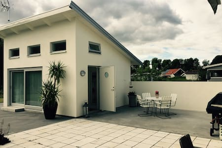 A luxuriously new small house! - Katrineholm - House