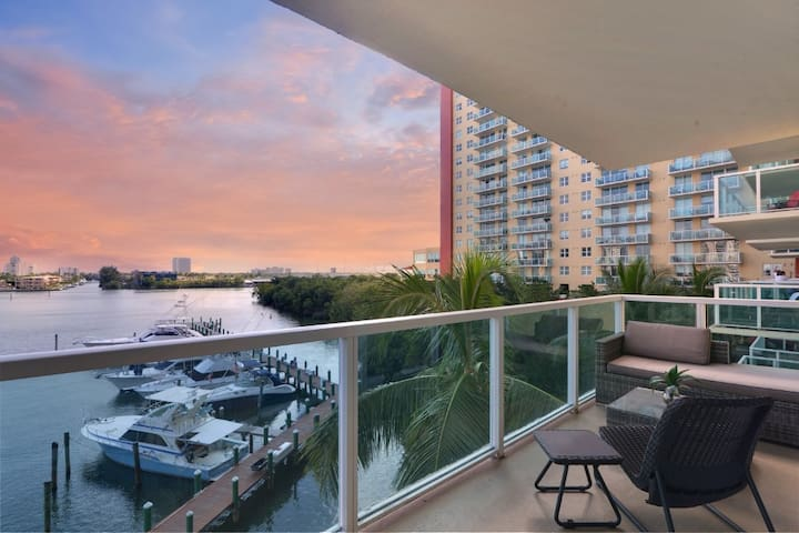 2-bedroom Waterview apartment near the beach