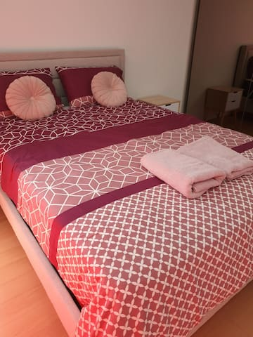 Comfy & cosy apt, walk to Green Square station