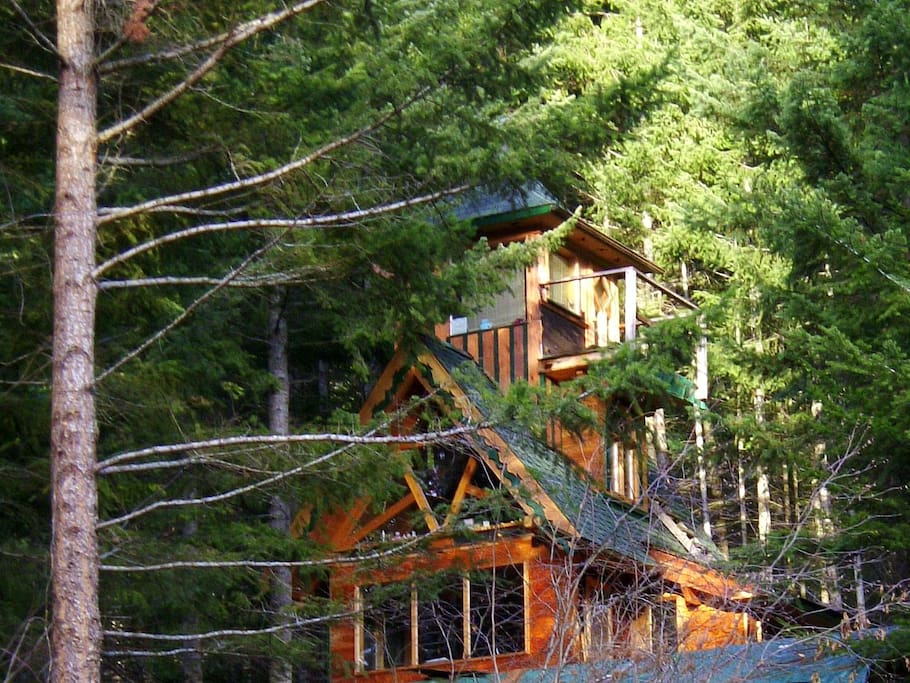 Front view of the guest cabin (the Eagle's Perch room is the top two floors).