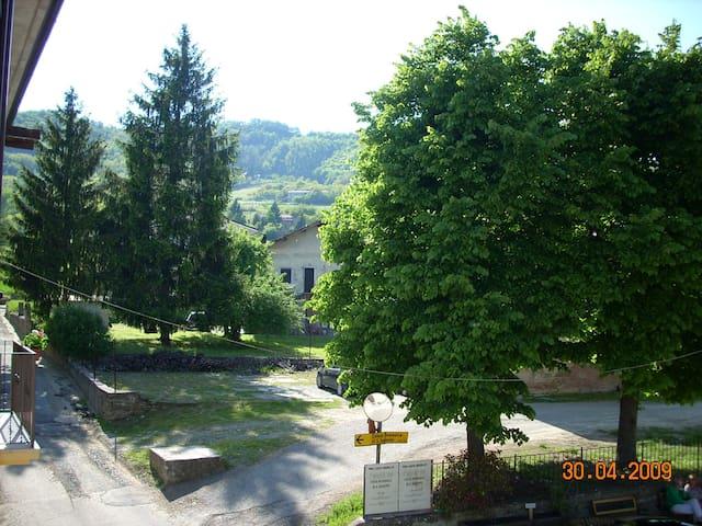 Vista dal balcone sulla zona parcheggio