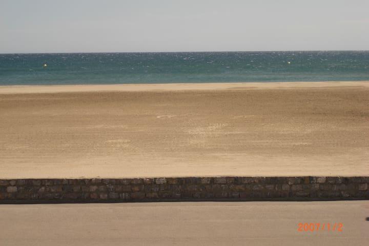 Face à la mer, réserve africaine à 15 Mn. WIFI