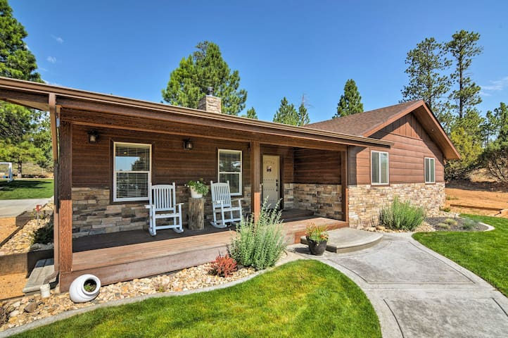 Luxe Bryce Canyon Home w/ Fireplace, Patio & Grill