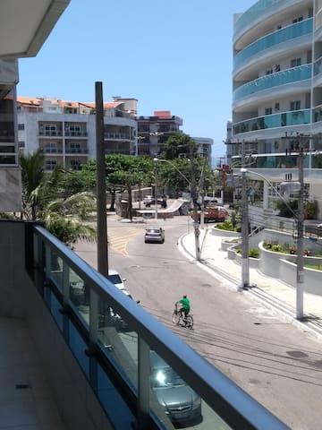 Apto Cabo Frio/Praia do Forte / 2 qts/suíte/Wi-Fi