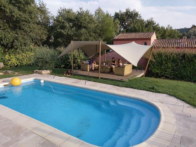 Aux portes des Gorges du Verdon villa avec piscine