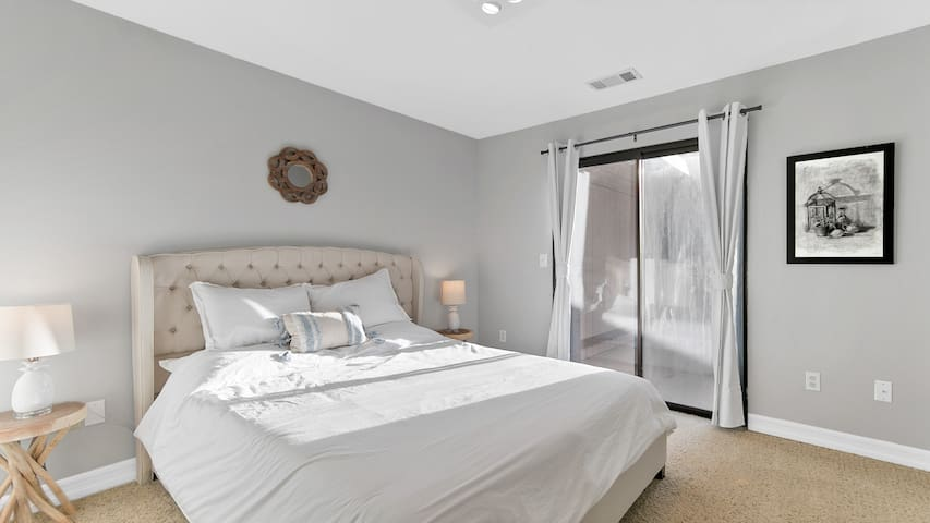 Third Bedroom with Queen Bed. It's very bright and bed is very comfortable! Has its own entrance to backyard/pool area.