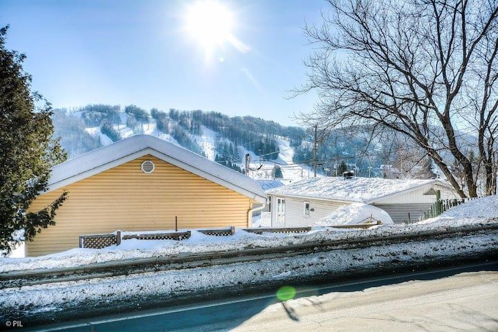 The Perfect Ski Getaway: Cozy Cottage With a View