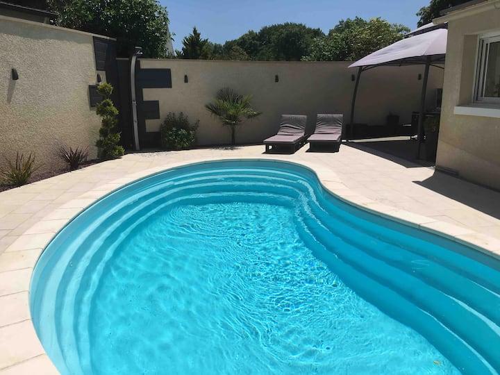 Beau pavillon avec piscine chauffée suivant saison