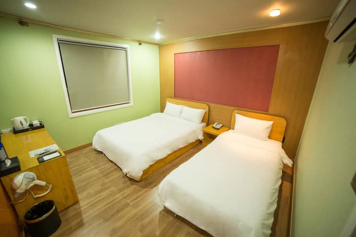 Jeju Stay Hotel 2 (Double bed 1 + single bed 1)