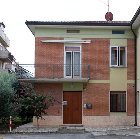 Lidia's House stylish and relaxing 5Km to downtown - Verona - Huoneisto