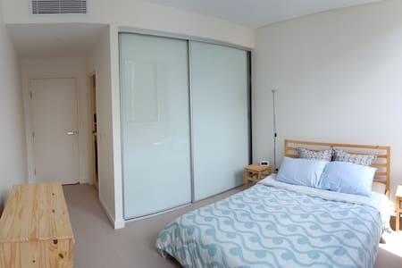 Private room with ensuite near Sydney Olympic Park - Wentworth Point - Apartment