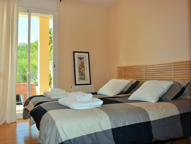 Villa Sitges Maria: Room 6: 2 single beds 90x190 that can be put together. On the 1st floor.