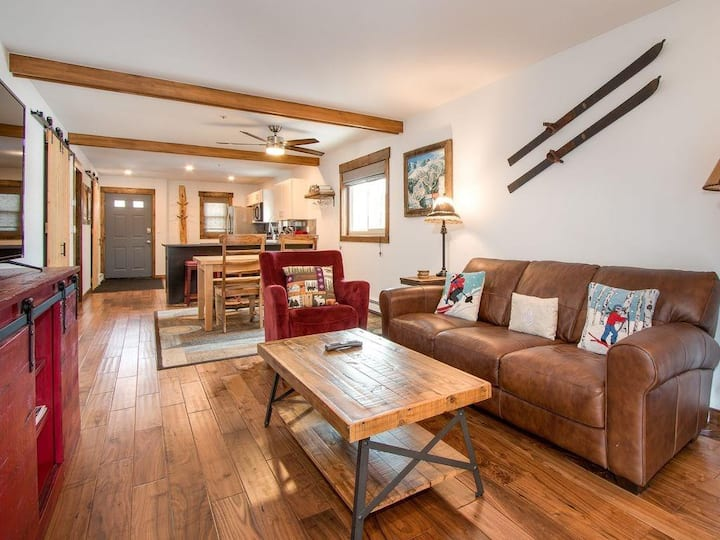 Your Mountain Retreat at the Base of Mount Royal