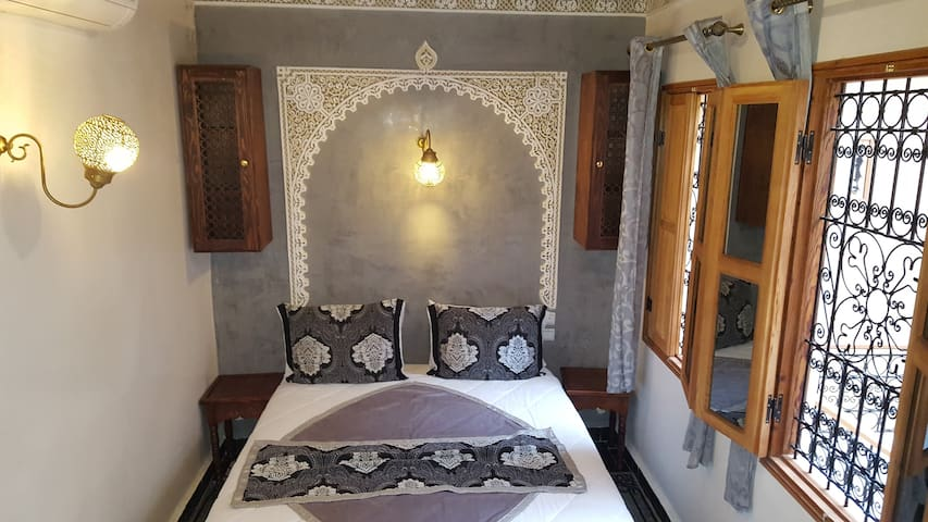quatrième chambre dans le 3e étage avec salle de bain privative