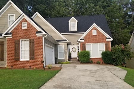 HUGE 4 bedroom cozy home in quiet neighborhood