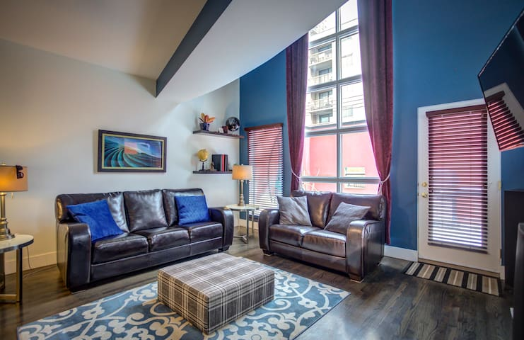 Executive Modern Furnished Loft in the Beltline