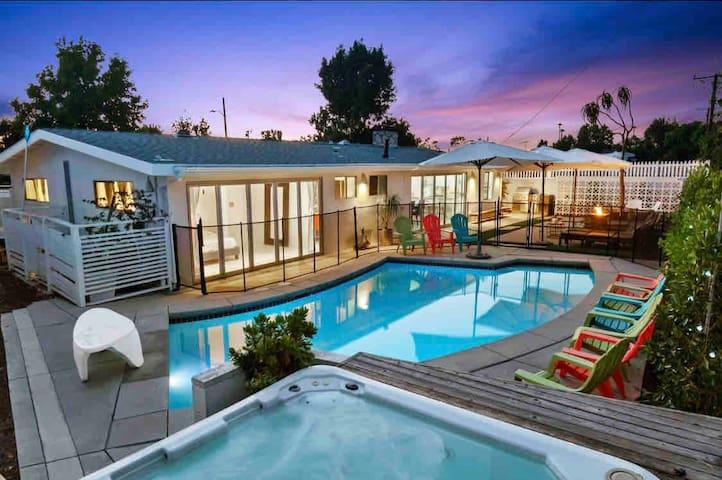 BEACH HOUSE Beauty!! Pool * Hot Tub * Game Room!