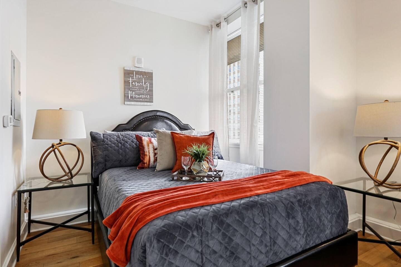 well furnished modern bedroom