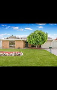 Golden Wattles Relaxation - Woodcroft - House