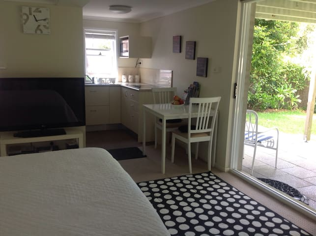 Cosy Beachside Studio - Cronulla - Apartment